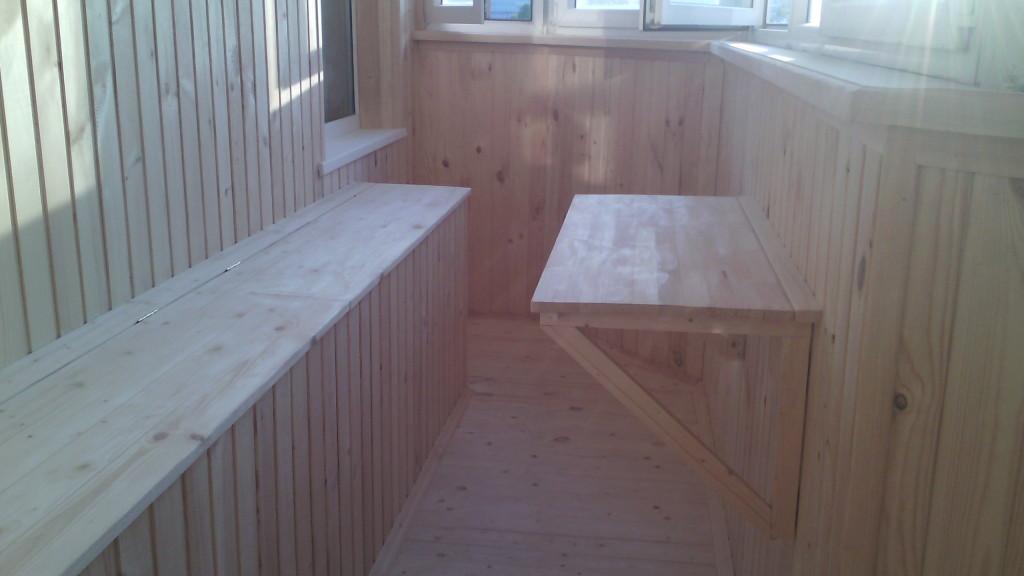 Деревянная мебель на лоджию