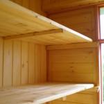Встроенные деревянные шкафы.