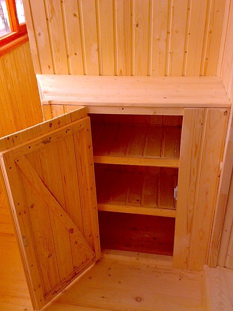Встроенные шкафы и лари на лоджии