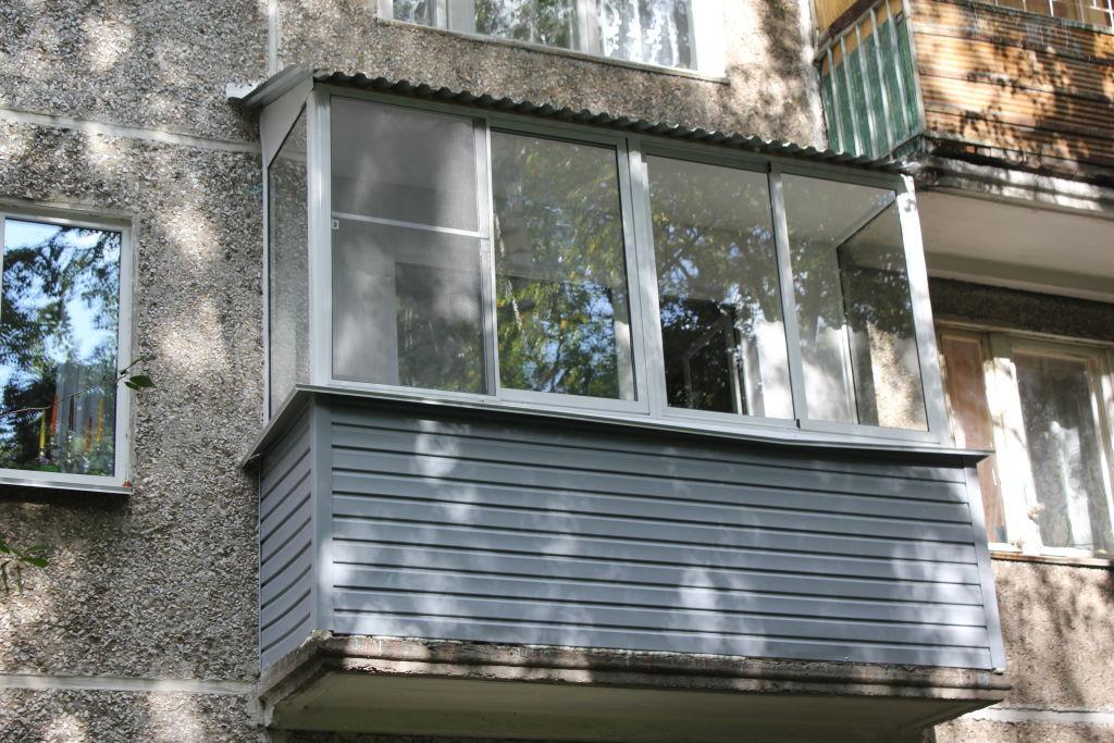 Алюминиевые окна на балконе