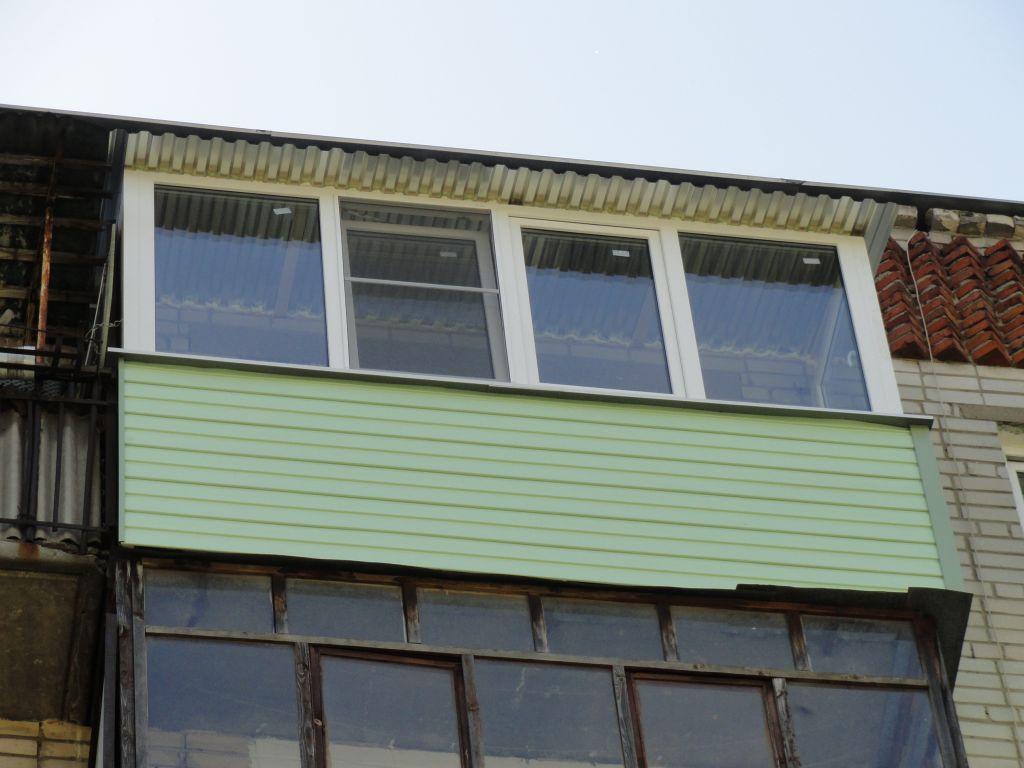 Ремонт балкона под крышей